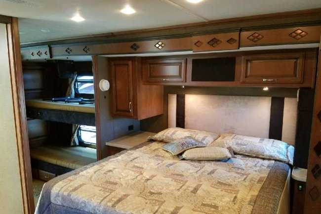 Expedition 39ft Class A bed