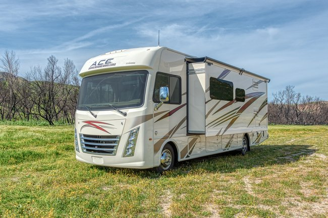 Road Bear 30-32ft Class A RV Rental in USA